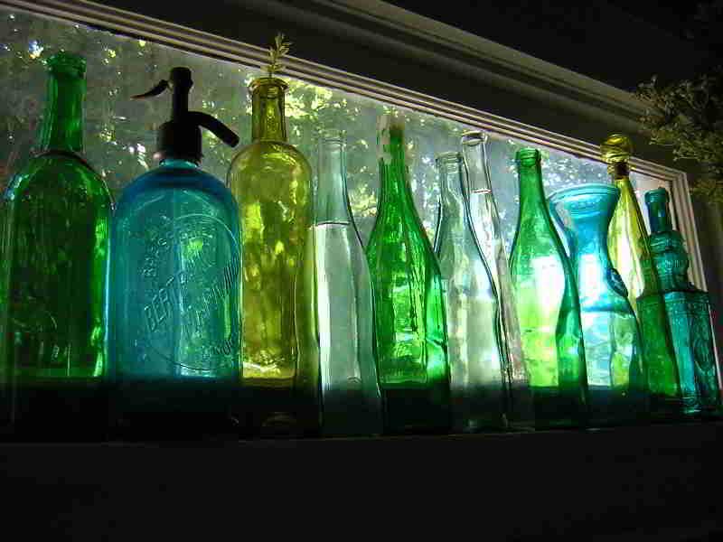 http://seeingsacramento.files.wordpress.com/2009/04/blue-green-bottles.jpg